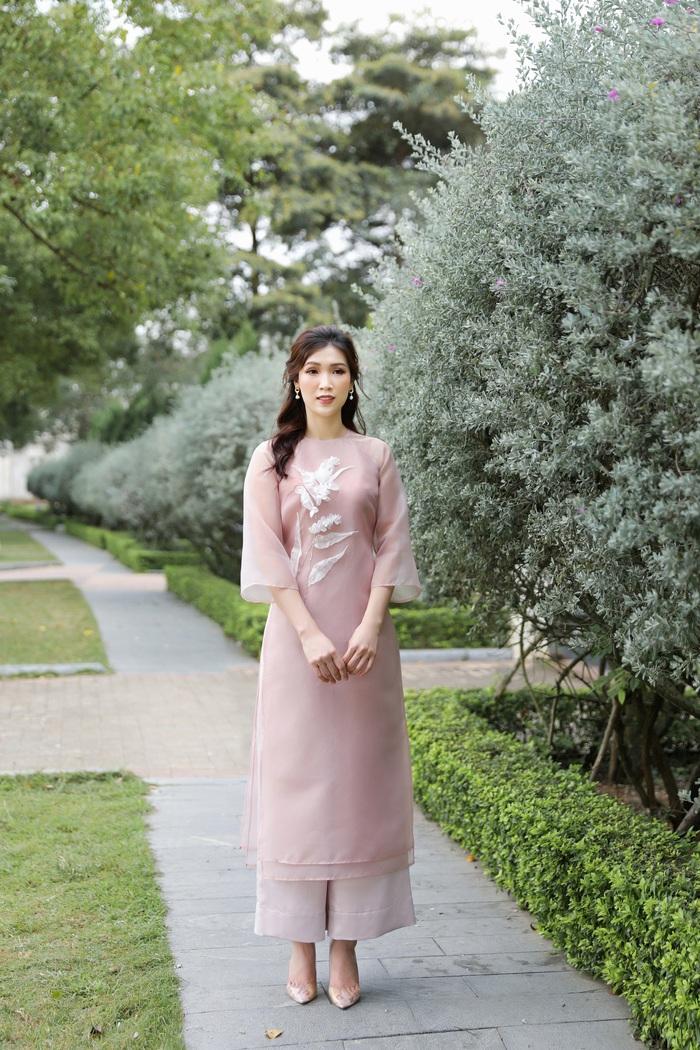 Hoa hậu Phí Thùy Linh đẹp nền nã với áo Tết  - Ảnh 3.