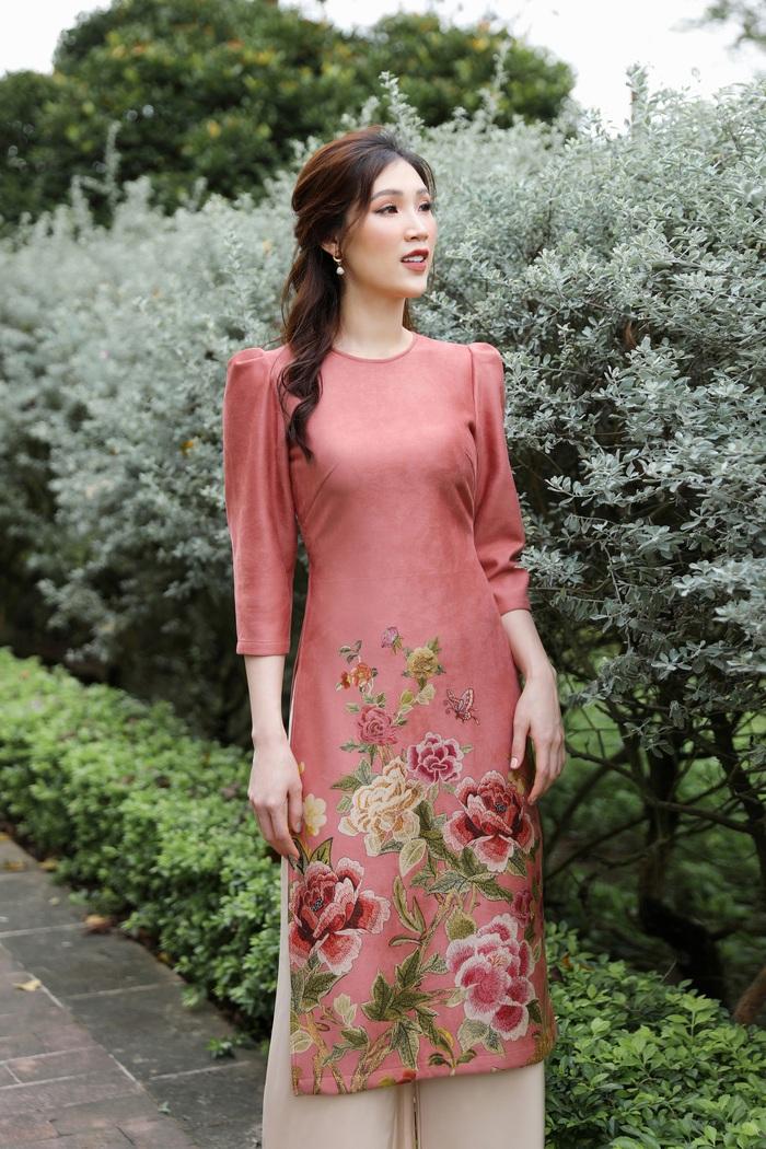 Hoa hậu Phí Thùy Linh đẹp nền nã với áo Tết  - Ảnh 8.