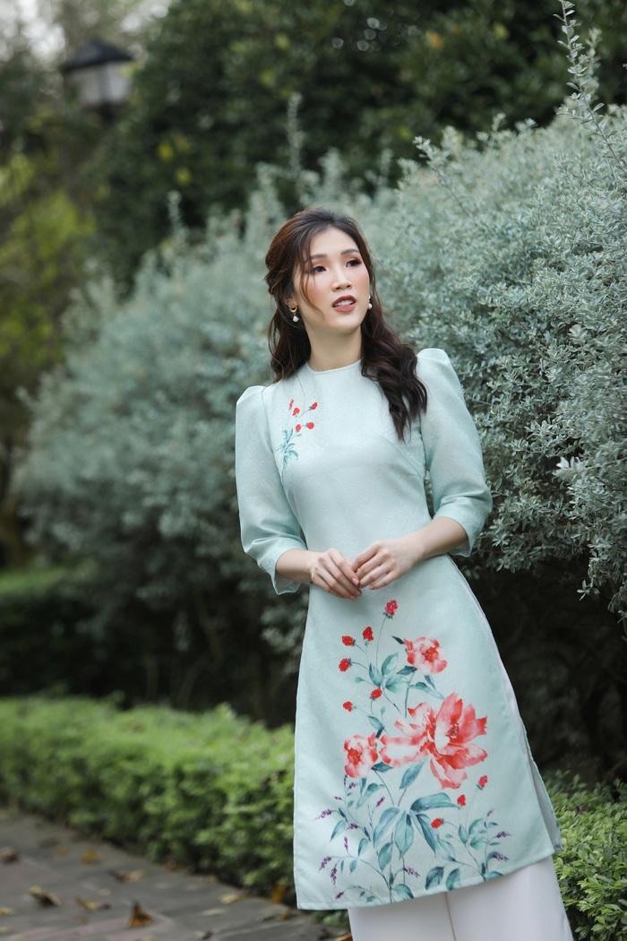 Hoa hậu Phí Thùy Linh đẹp nền nã với áo Tết  - Ảnh 10.