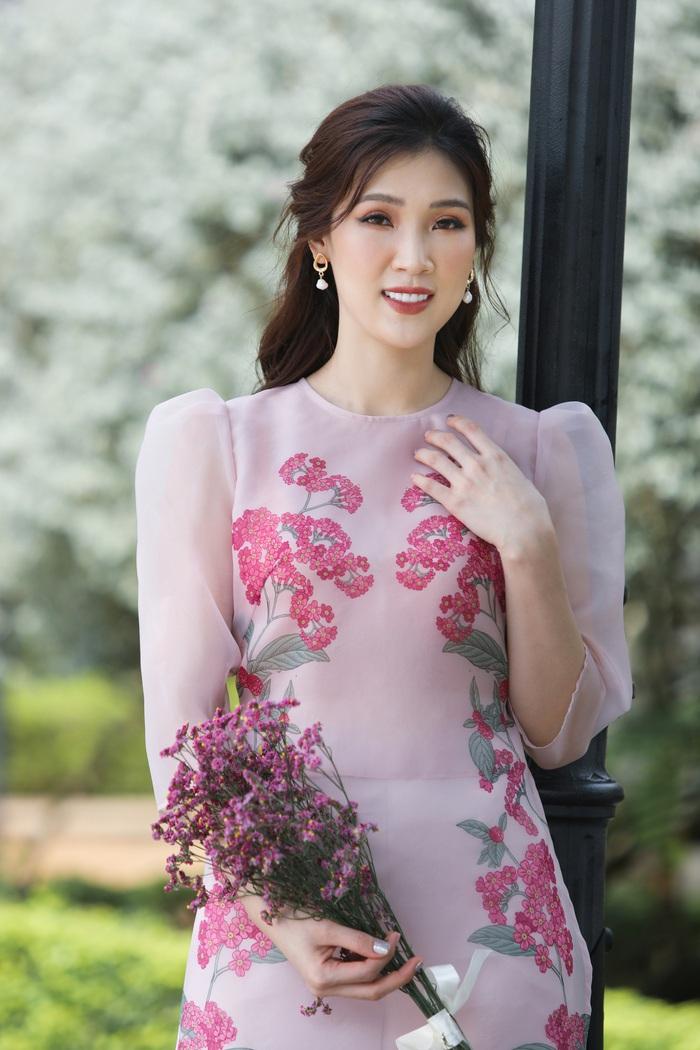 Hoa hậu Phí Thùy Linh đẹp nền nã với áo Tết  - Ảnh 6.