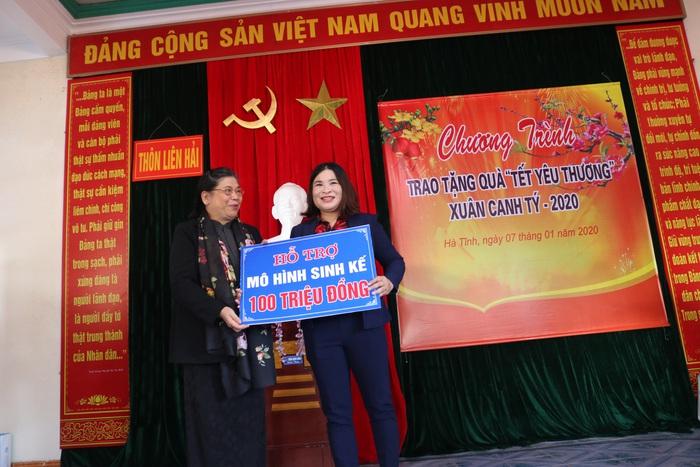 """Hội Liên hiệp Phụ nữ Việt Nam trao tặng quà """"Tết yêu thương"""" cho người nghèo cùng ven biển Hà Tĩnh - Ảnh 5."""