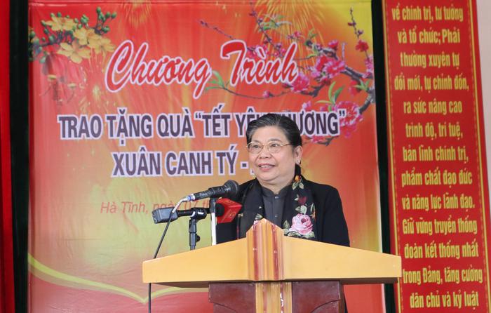 """Hội Liên hiệp Phụ nữ Việt Nam trao tặng quà """"Tết yêu thương"""" cho người nghèo cùng ven biển Hà Tĩnh - Ảnh 1."""