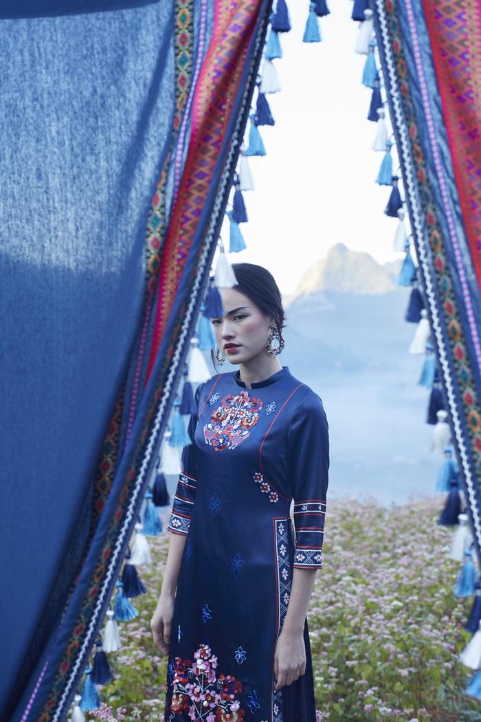 Hơi thở đại ngàn nét đẹp văn hóa được truyển thể một cách nhẹ nhàng và tinh tế trong thời trang ứng dụng.