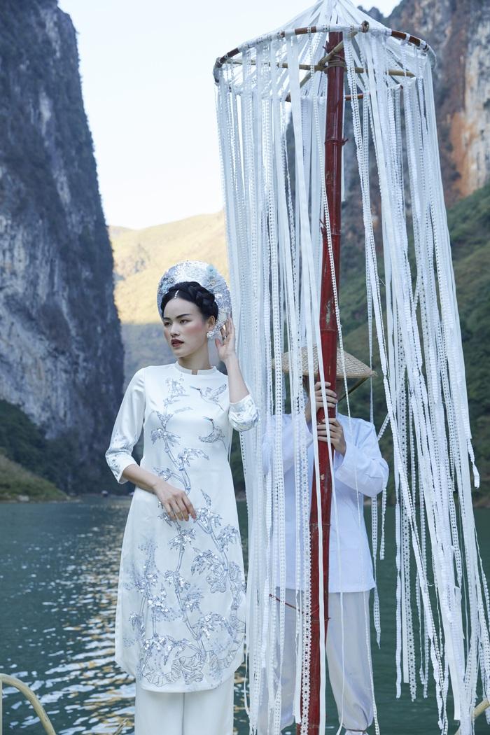 Ngắm họa tiết văn hóa cổ thời nhà Đinh, nhà Lê trên tà áo dài Tết  - Ảnh 4.