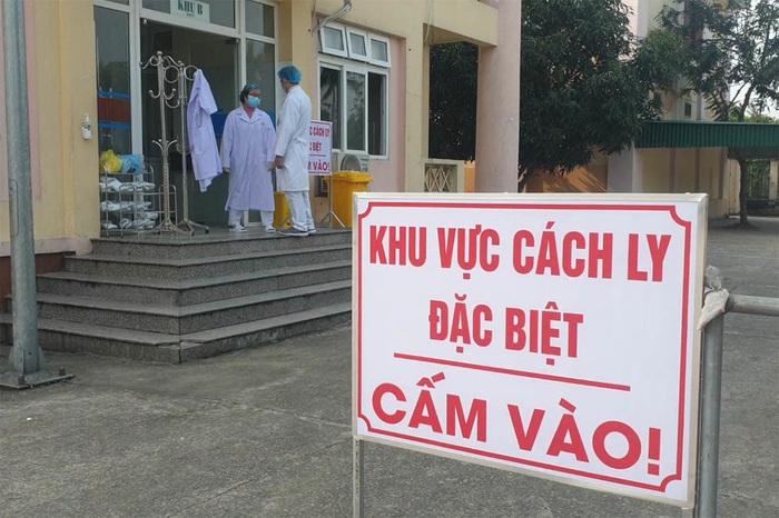 Nghệ An: 6 lao động trở về từ Trung Quốc được lấy mẫu xét nghiệm virus Corona - Ảnh 1.