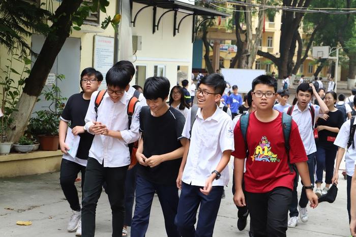 Một số phụ huynh có ý kiến, tiếp tục cho học sinh bậc Mầm non, Tiểu học, THCS, Đại học nghỉ, và đồng ý cho học sinh THPT trở lại trường vào ngày 2/3