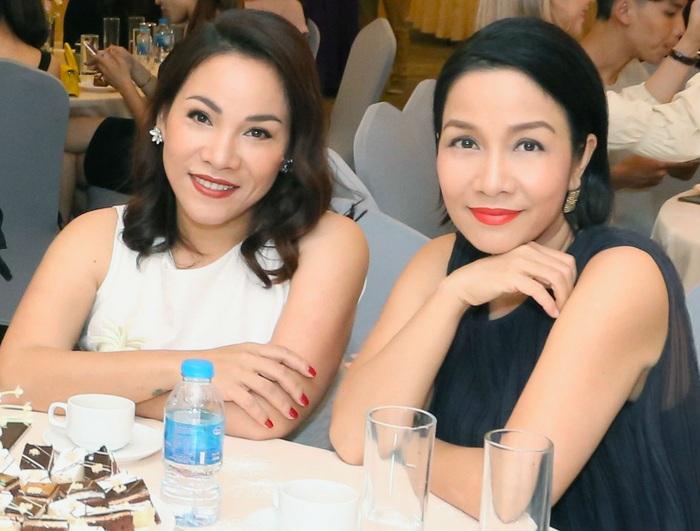 Hai chị em Mỹ Linh - Mỹ Dung có gương mặt khá giống nhau