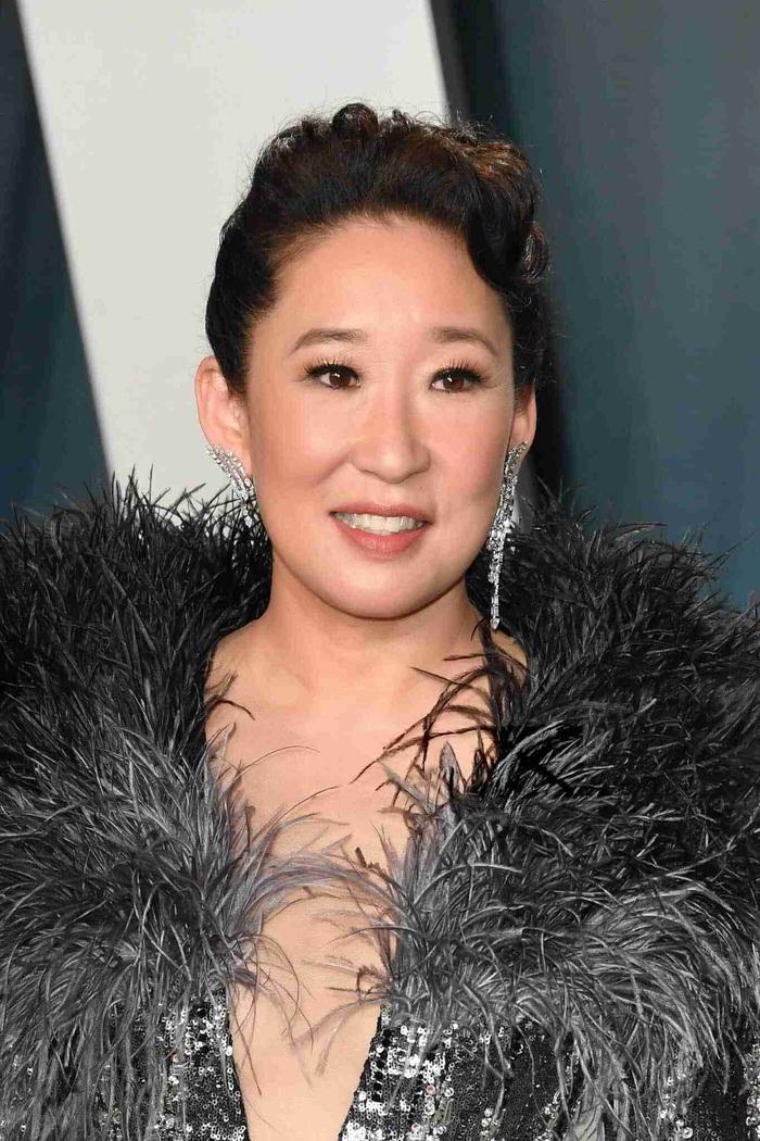 Minh tinh Hollywood Sandra Oh xuất hiện với váy của NTK Công Trí trên thảm đỏ - Ảnh 4.