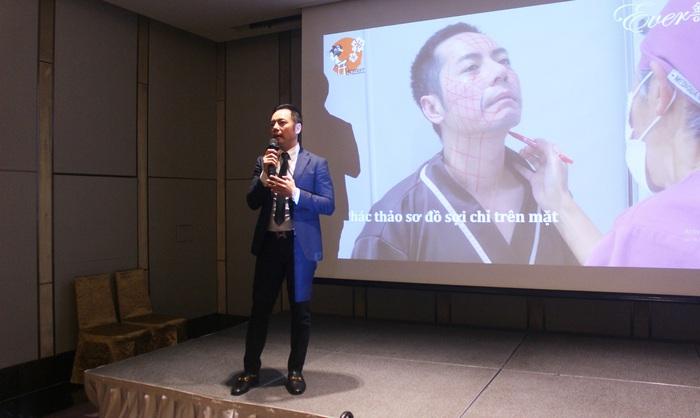 Ông Ken Ishida – đại diện phía AKebi Nhật Bản chia sẻ về việc thực hiện căng chỉ vàng 24k của bản thân