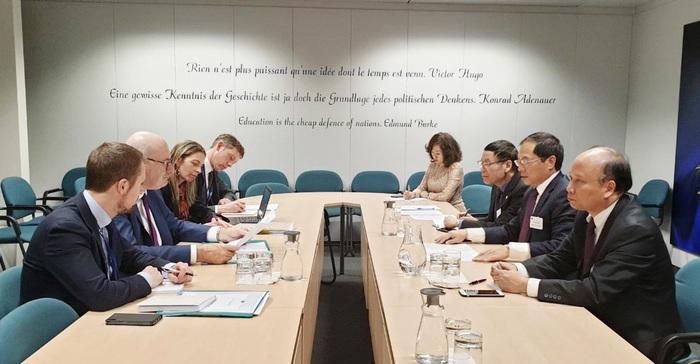 Thứ trưởng Bùi Thanh Sơn gặp Cao ủy Thương mại EU Phil Hogan