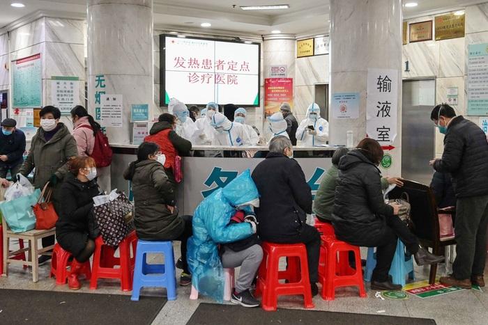 Lý giải việc số ca nhiễm mới COVID-19 tăng mạnh ở Trung Quốc - Ảnh 2.