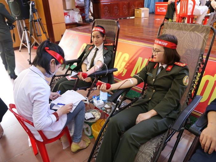 """Hà Tĩnh: 154 đơn vị máu được hiến tặng tại chương trình """"Ngày hội hiến máy tình nguyện đợt 1, năm 2020"""" - Ảnh 2."""