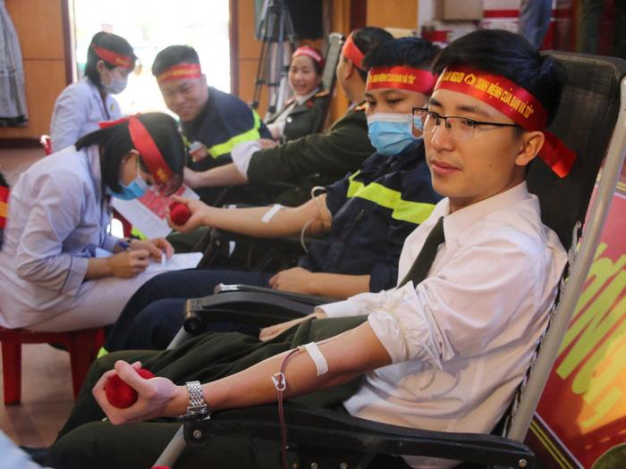 """Hà Tĩnh: 154 đơn vị máu được hiến tặng tại chương trình """"Ngày hội hiến máy tình nguyện đợt 1, năm 2020"""" - Ảnh 4."""