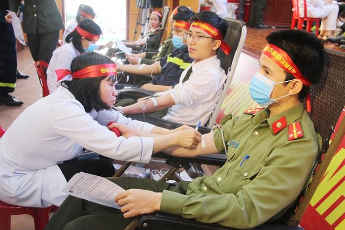 """Hà Tĩnh: 154 đơn vị máu được hiến tặng tại chương trình """"Ngày hội hiến máy tình nguyện đợt 1, năm 2020"""" - Ảnh 3."""
