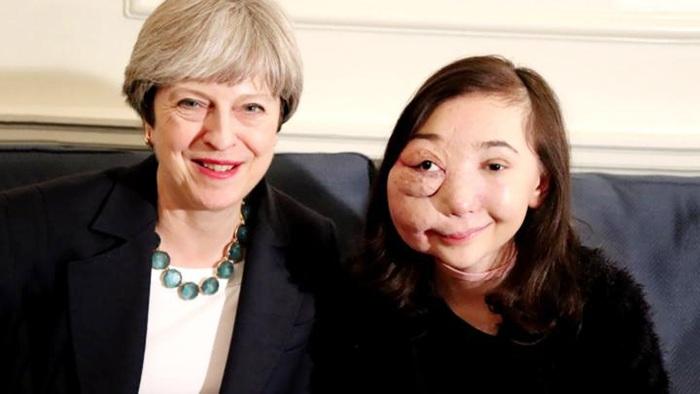 Nikki Lilly cùng cựu Thủ tướng Anh Theresa May