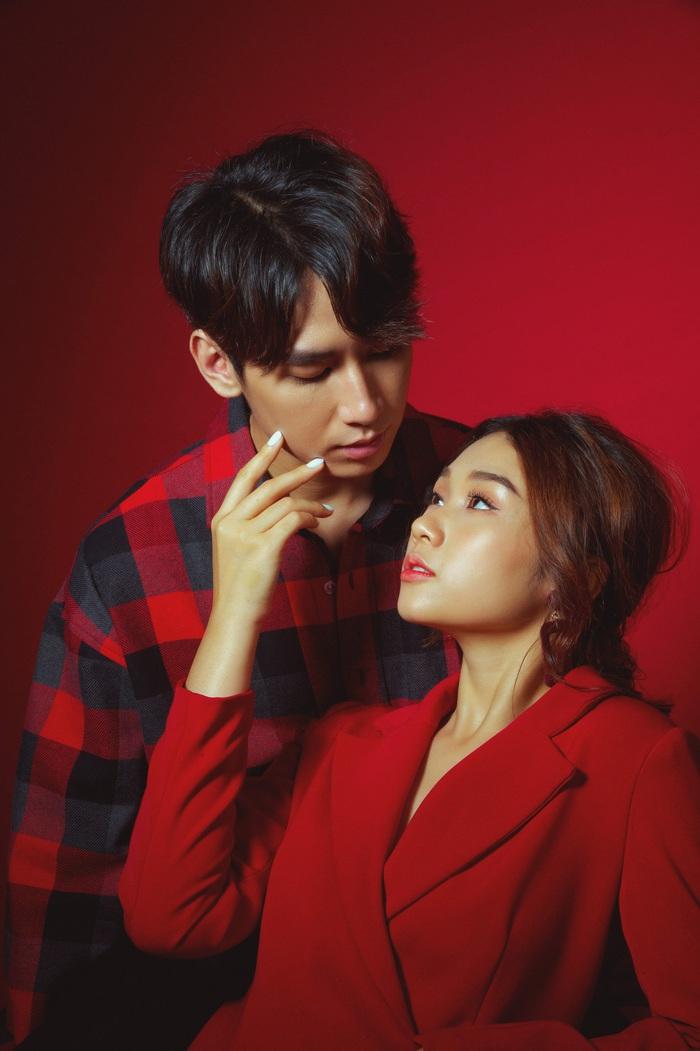 Bộ ảnh được thực hiện để dành cho ngày Valentine   trong một phút ngẫu hứng, cả hai nhanh chóng thể hiện thật tròn vai và đầy cảm xúc