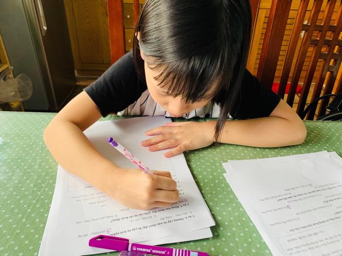 """Phụ huynh Hà Nội """"sốt xình sịch"""" lo lắng nếu con đi học trở lại - Ảnh 1."""