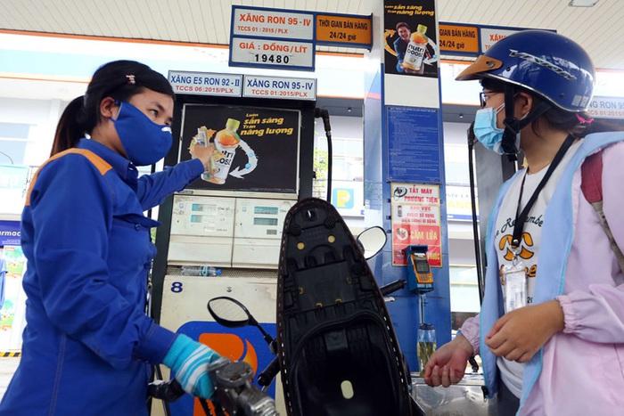 Giảm bớt khó khăn do dịch bệnh Covid-19, Liên Bộ Công Thương – Tài Chính điều chỉnh giảm giá xăng dầu  - Ảnh 1.