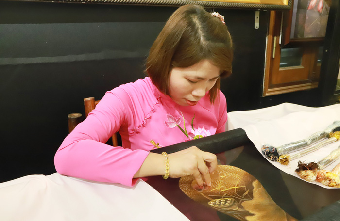 Sự kiện cũng là dịp để giới thiệu cho bạn bè các nước về lịch sử nghề thêu, nghệ thuật tranh thêu tay truyền thống, tinh hoa văn hóa của Việt Nam. Buổi gặp mặt đã diễn ra trang trọng và thân tình, để lại ấn tượng sâu đậm về một Việt Nam giàu bản sắc văn hóa truyền thống.