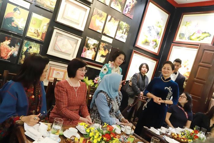 Phó Chủ tịch Hội LHPN Việt Nam Trần Thị Hương chia sẻ về hoạt động trọng tâm của Hội năm 2020 và mời các đại biểu cùng tham dự.