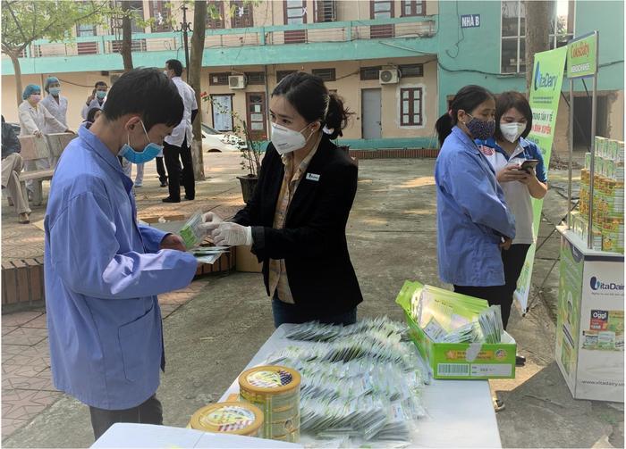 tin PR- Vitadairy tặng 1 triệu gói sữa non ColosIgG 24h cho cộng đồng - Ảnh 1.