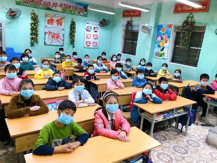 Dịch Covid-19: 63 tỉnh, thành phố tiếp tục cho học sinh nghỉ học - Ảnh 1.