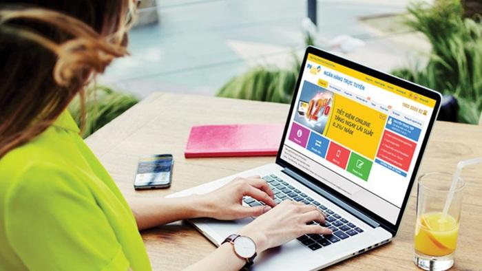 Nhiều chính sách miễn phí, giảm phí, tặng quà cho khách hàng giao dịch online được áp dụng để giảm thiểu nguy cơ lây lan dịch bệnh.