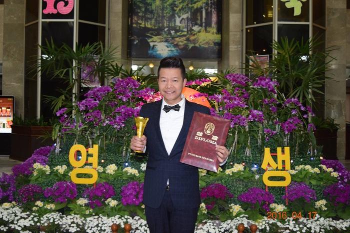Nghệ sĩ Vũ Mạnh Dũng nhận giải thưởng âm nhạc quốc tế