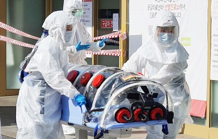 Khẩn trương bảo hộ công dân Việt Nam ở Hàn Quốc trước bão dịch Covid-19 - Ảnh 1.