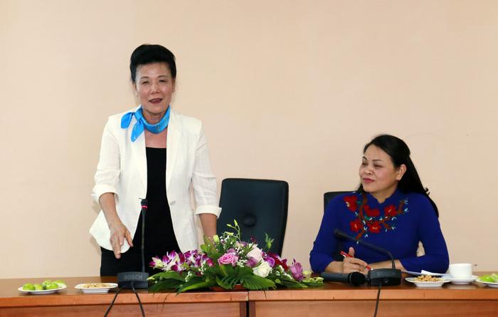 Trao quyết định nghỉ hưu đối với Phó Chủ tịch Hội LHPNVN Nguyễn Thị Tuyết - Ảnh 2.