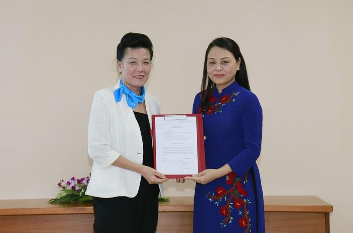 Trao quyết định nghỉ hưu đối với Phó Chủ tịch Hội LHPNVN Nguyễn Thị Tuyết - Ảnh 3.