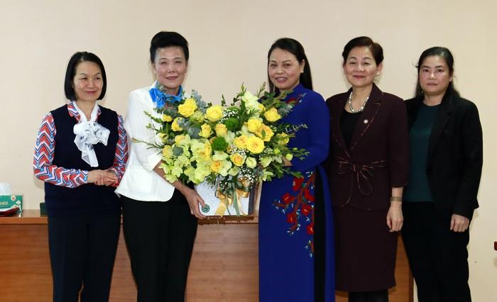 Trao quyết định nghỉ hưu đối với Phó Chủ tịch Hội LHPNVN Nguyễn Thị Tuyết - Ảnh 4.