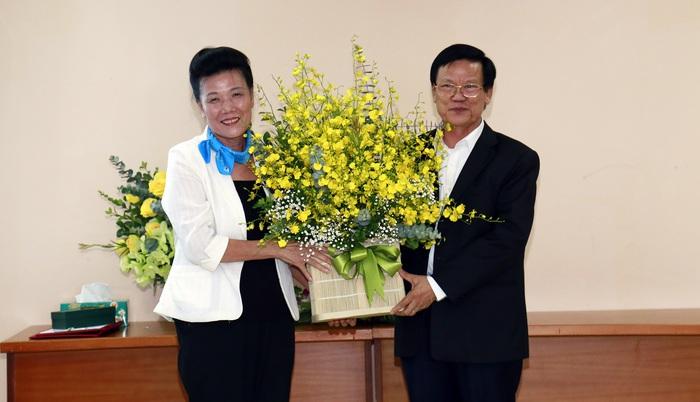 Trao quyết định nghỉ hưu đối với Phó Chủ tịch Hội LHPNVN Nguyễn Thị Tuyết - Ảnh 1.