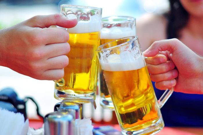 Hạn chế hình ảnh diễn viên uống rượu, bia trong tác phẩm điện ảnh - Ảnh 1.