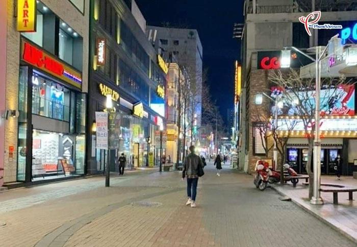"""Thành phố Daegu như """"đứng hình"""" trong tâm điểm dịch SARS-CoV-2 - Ảnh 2."""