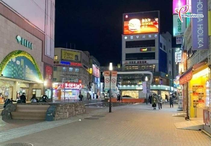 """Thành phố Daegu như """"đứng hình"""" trong tâm điểm dịch SARS-CoV-2 - Ảnh 4."""