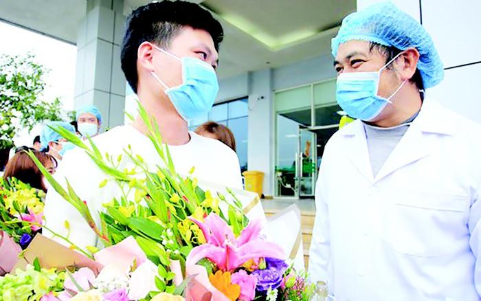 Bác sĩ gần 1 tháng bám trụ bệnh viện chống dịch SARS-CoV-2 - Ảnh 2.