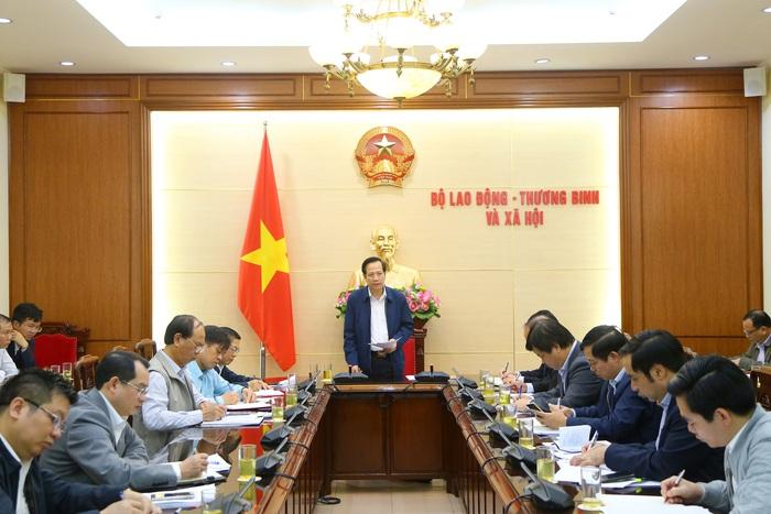 Dừng ngay việc đưa lao động Việt Nam đi làm việc ở nước ngoài tại các vùng có dịch SARS-CoV-2 - Ảnh 1.