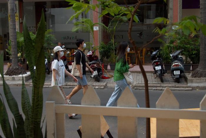Bạn trẻ Hàn trên phố ai cũng kín khẩu trang