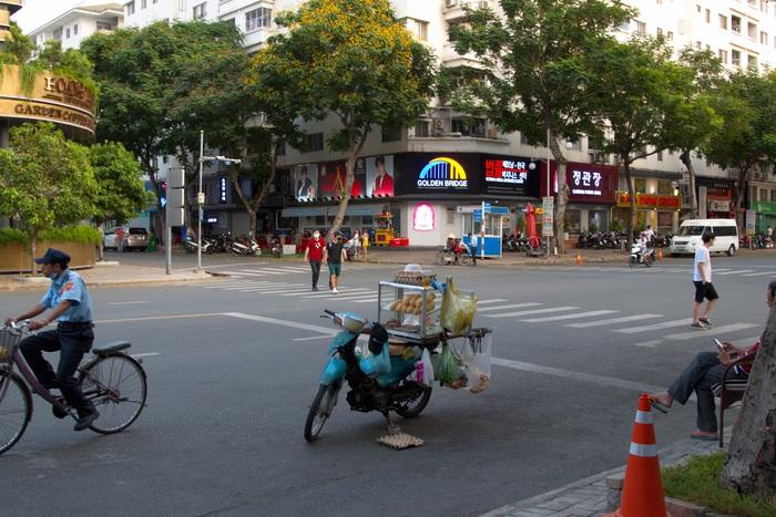 Một góc phố tại phố Hàn vào giờ tan tầm