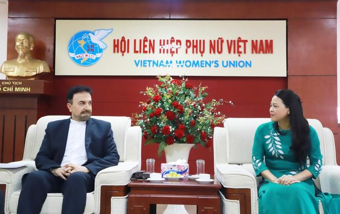 Chủ tịch Hội LHPN Việt Nam Nguyễn Thị Thu Hà và Đại sứ Iran Saleh Adibi
