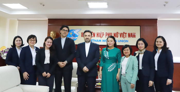 Đại diện Hội LHPN Việt Nam và Đại sứ quán Iran