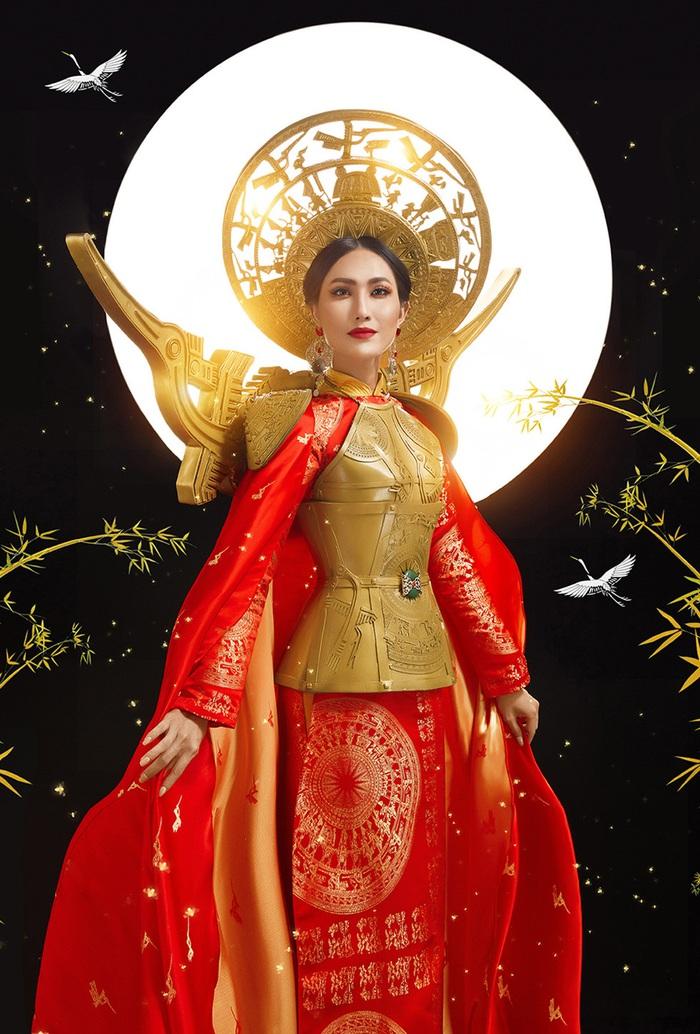 Hoa hậu chuyến giới quốc tế 2020: Hoài Sa đoạt giải Nhì Tài năng, nổi bật với áo dài  - Ảnh 4.