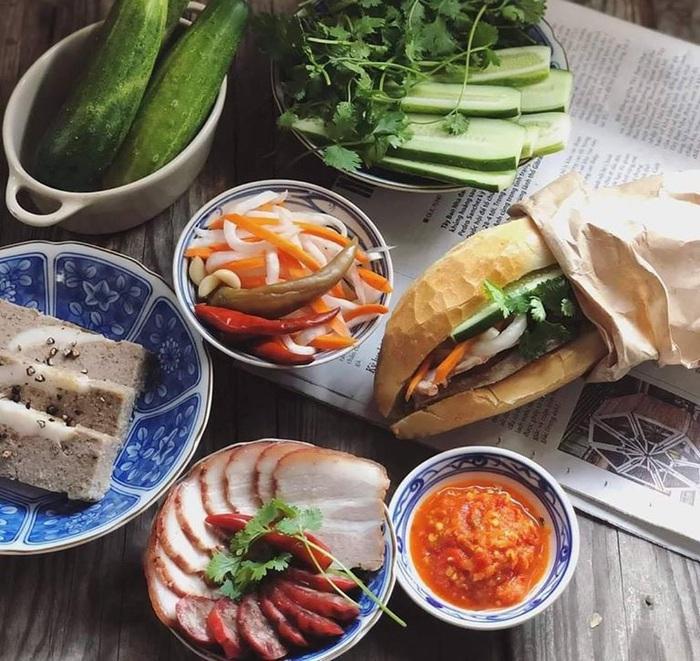 Hạn chế ăn uống nơi công cộng và tiếp xúc chỗ đông người, ship đồ ăn tận nơi được khách hàng lựa chọn