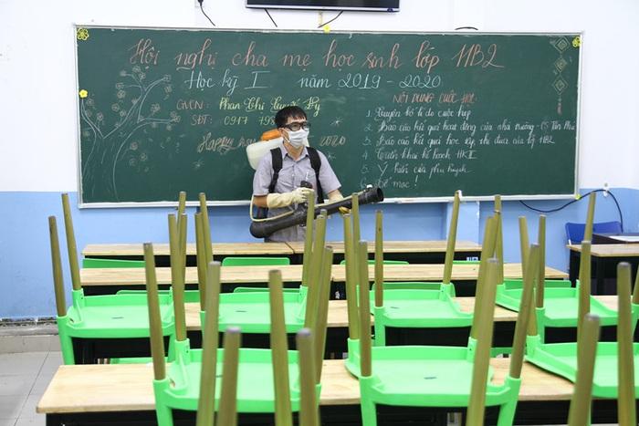 Bộ GD&ĐT yêu thực hiện nghiêm biện pháp phòng dịch khi học sinh trở lại trường - Ảnh 2.