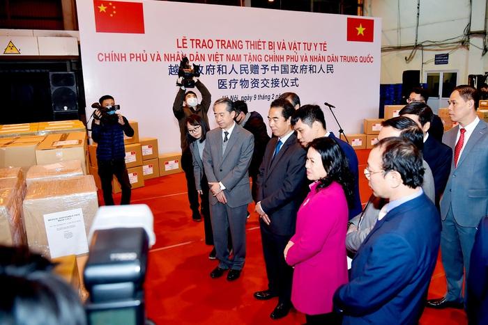 Phía Trung Quốc xúc động khi đón nhận quà tặng của Việt Nam