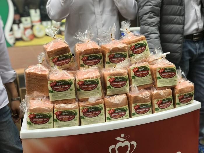 (bài pr) Bánh Bảo Ngọc giải cứu nông sản, ra mắt sandwich dưa hấu giữa dịch COVID- 19 - Ảnh 4.
