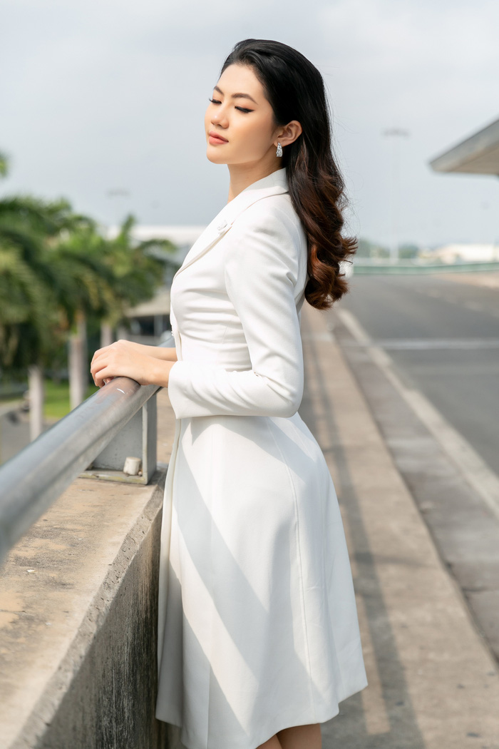 Hoa khôi Vũ Hương Giang tặng khẩu trang cho Hoa hậu Siêu quốc gia 2019 - Ảnh 7.