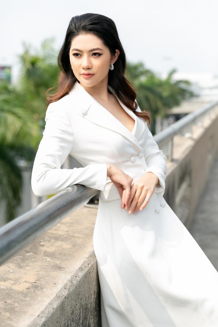Hoa khôi Vũ Hương Giang tặng khẩu trang cho Hoa hậu Siêu quốc gia 2019 - Ảnh 6.