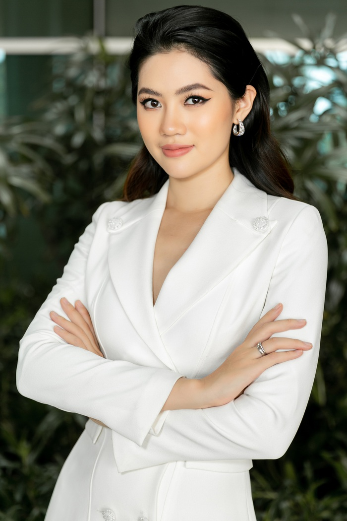 Hoa khôi Vũ Hương Giang tặng khẩu trang cho Hoa hậu Siêu quốc gia 2019 - Ảnh 5.